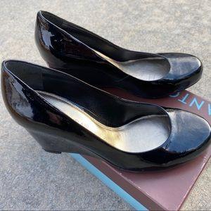 ***Like NEW**. Black Patent Leather Heels